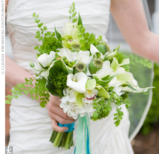 Green and white bridal bouquets the wedding specialiststhe wedding weddingseknot mightylinksfo