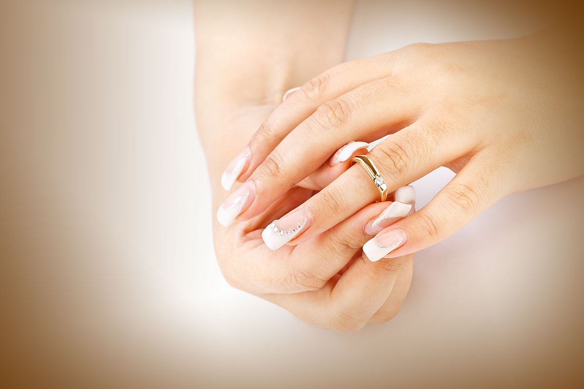 twisting_wedding_ring