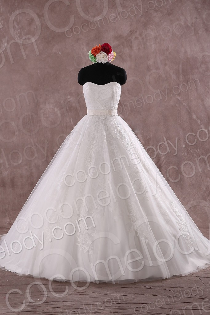 Charming Ball Gown Sweetheart Natural Train Lace Ivory Sleeveless Zipper with Button Wedding Dress with Appliques
