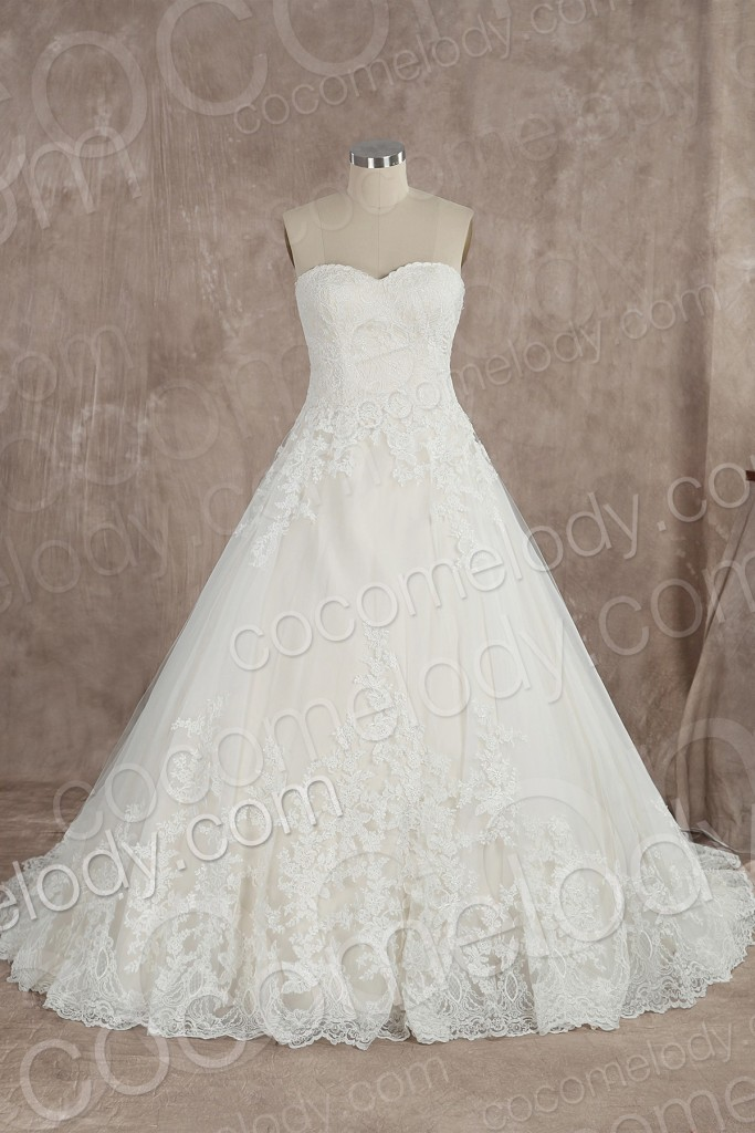 Charming A-Line Sweetheart Natural Train Lace Ivory Sleeveless Wedding Dress with Appliques