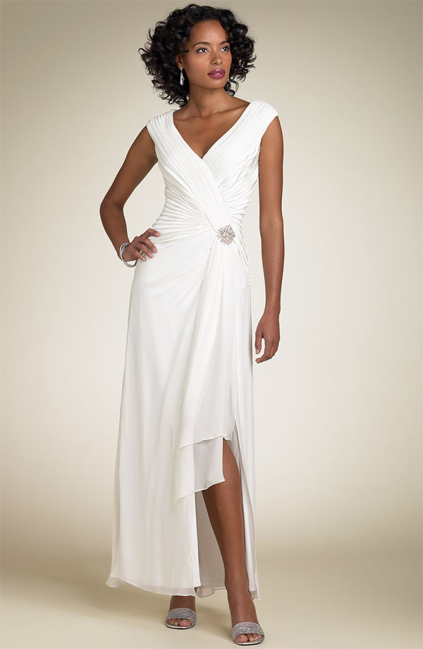 Modern wedding gowns the wedding specialiststhe wedding specialists modern wedding gowns junglespirit Choice Image